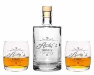 Edle Whiskeygläser mit Whiskeykaraffe